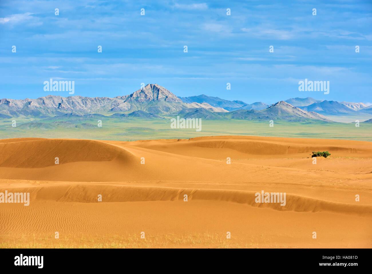Mongolia, Zavkhan province, deserted landscape of sand dunes in the steppe - Stock Image