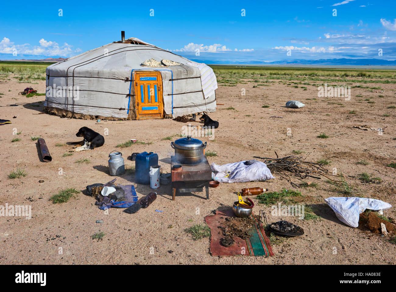 Mongolia, Uvs province, western Mongolia, nomad camp near the lake Achit Nuur - Stock Image
