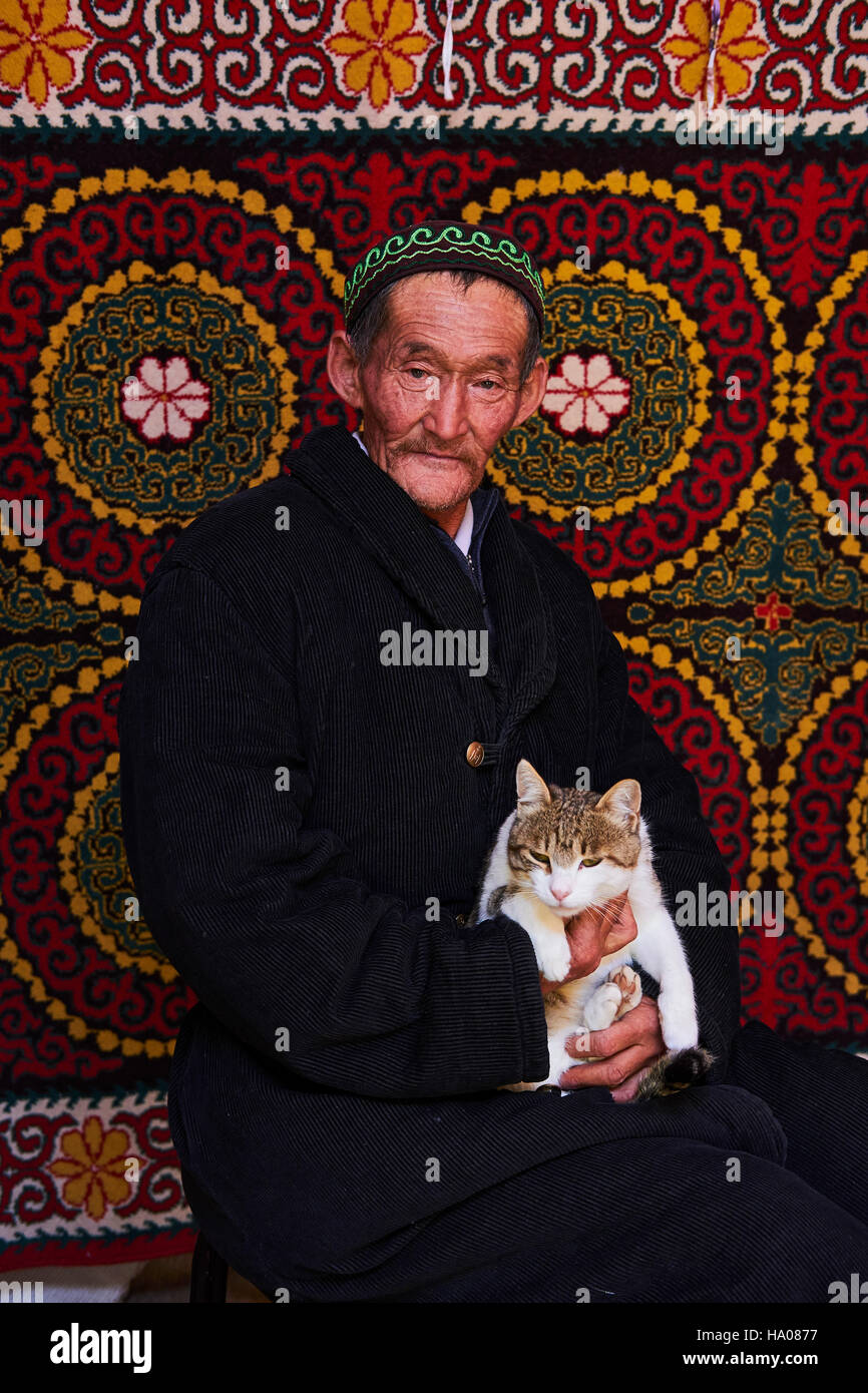 Mongolia, Bayan-Ulgii province, western Mongolia, nomad camp of Kazakh people in the steppe, Kazakh man inside the - Stock Image