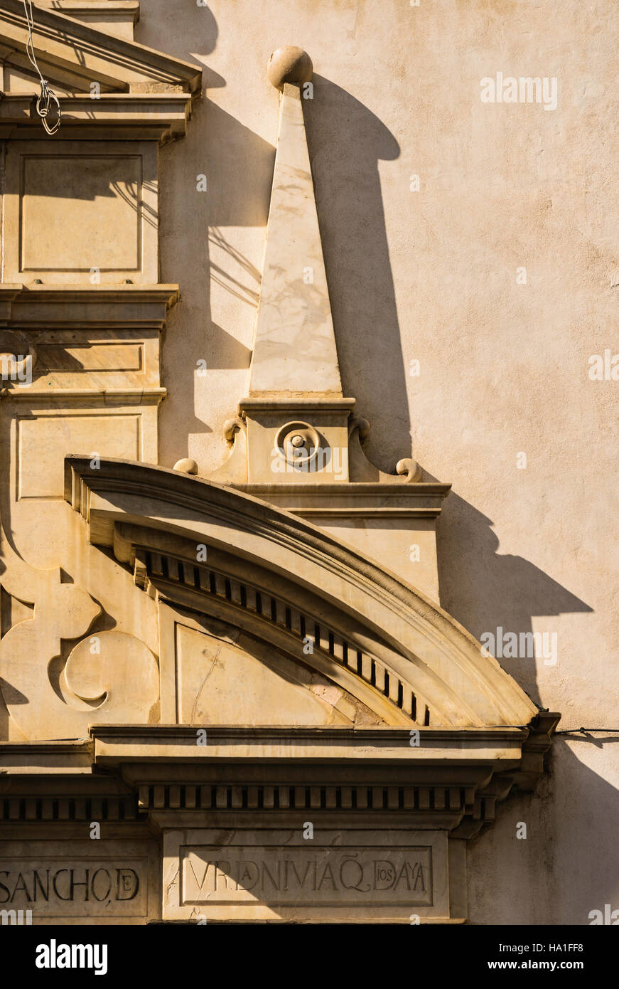 Detail of baroque style broken pediment on church, Calle San Francisco, Cadiz, Andalusia, Spain - Stock Image