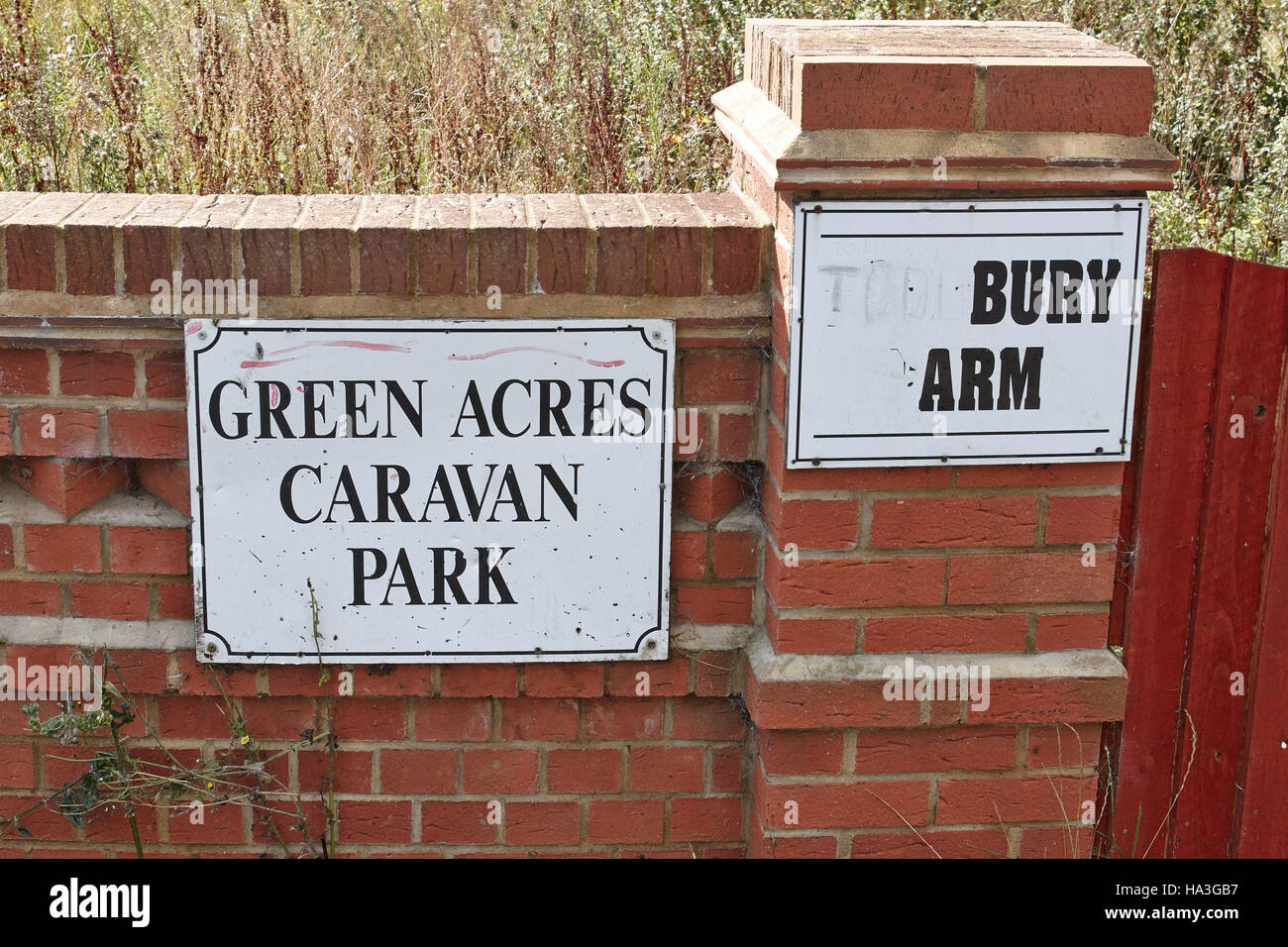 A general view of the Green Acres Caravan Park near Leighton Buzzard where 5 people were arrested on charges of - Stock Image