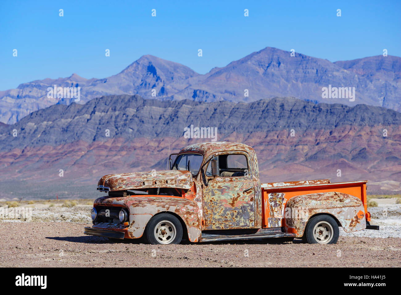 Special abandoned car with blue sky at Tecopa, California - Stock Image
