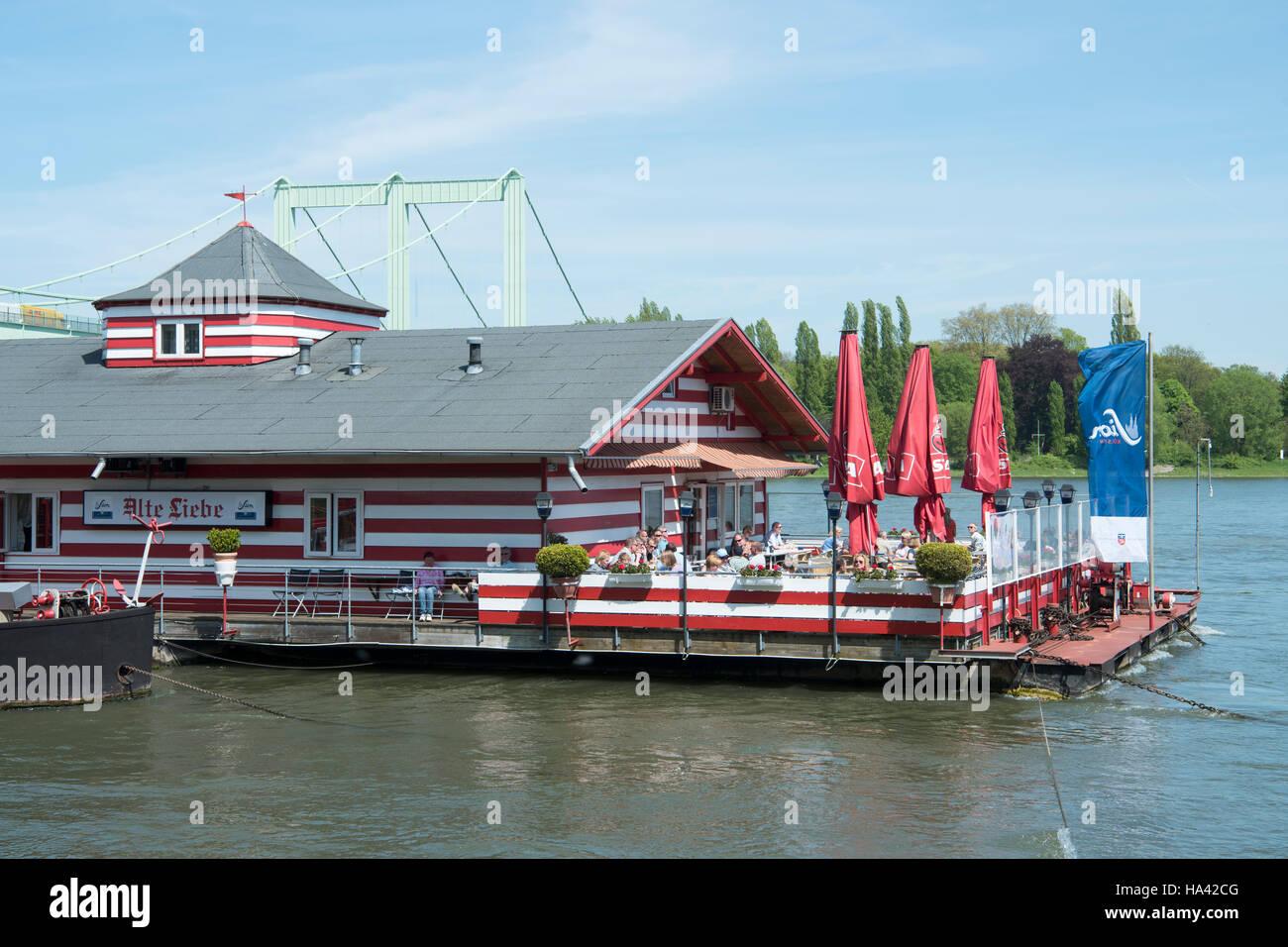 Deutschland, Köln, Rodenkirchen, Restaurantboot Alte Liebe - Stock Image