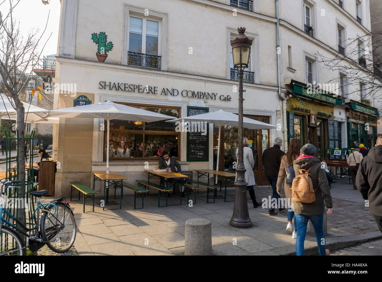 Paris, France, People Shopping, 'Shakespeare and Company' Bookstore, Shop Front Window, with Sign, in Latin - Stock Image