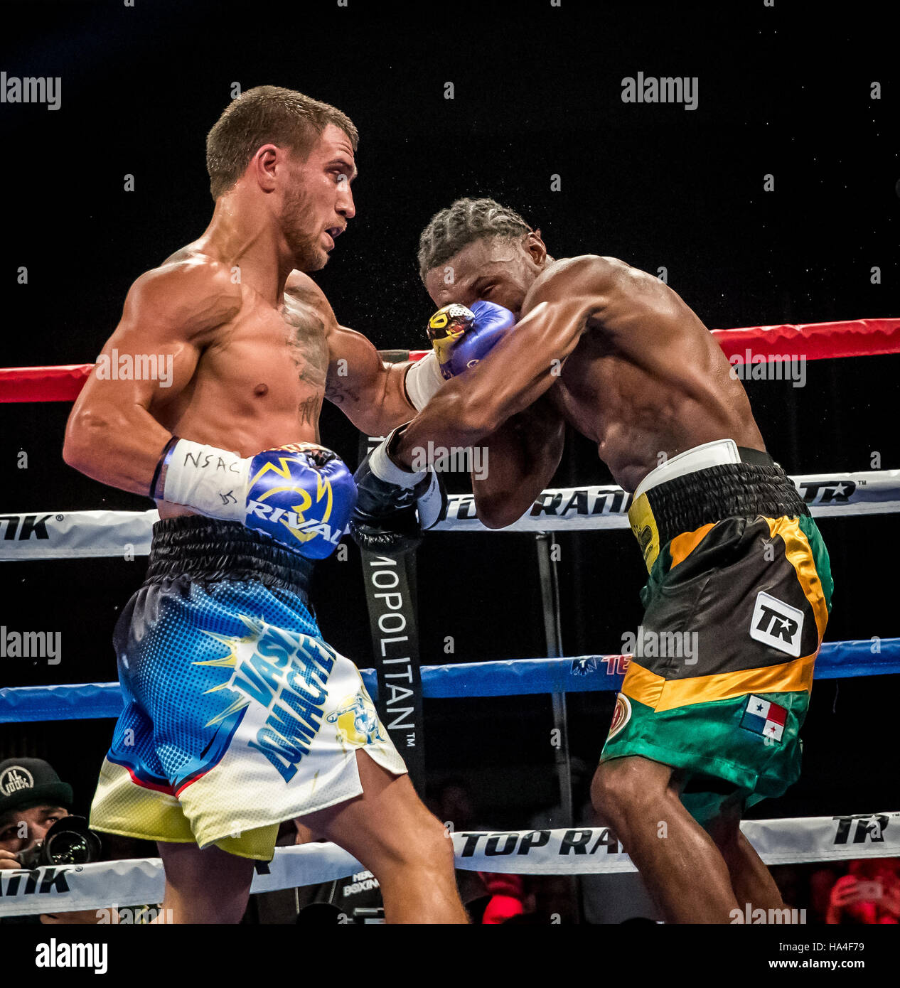 Las Vegas, NV, USA. 26th Nov, 2016. ***HOUSE COVERAGE*** LOMACHENKO vs WALTERS at The Chelsea at The Cosmopolitan Stock Photo