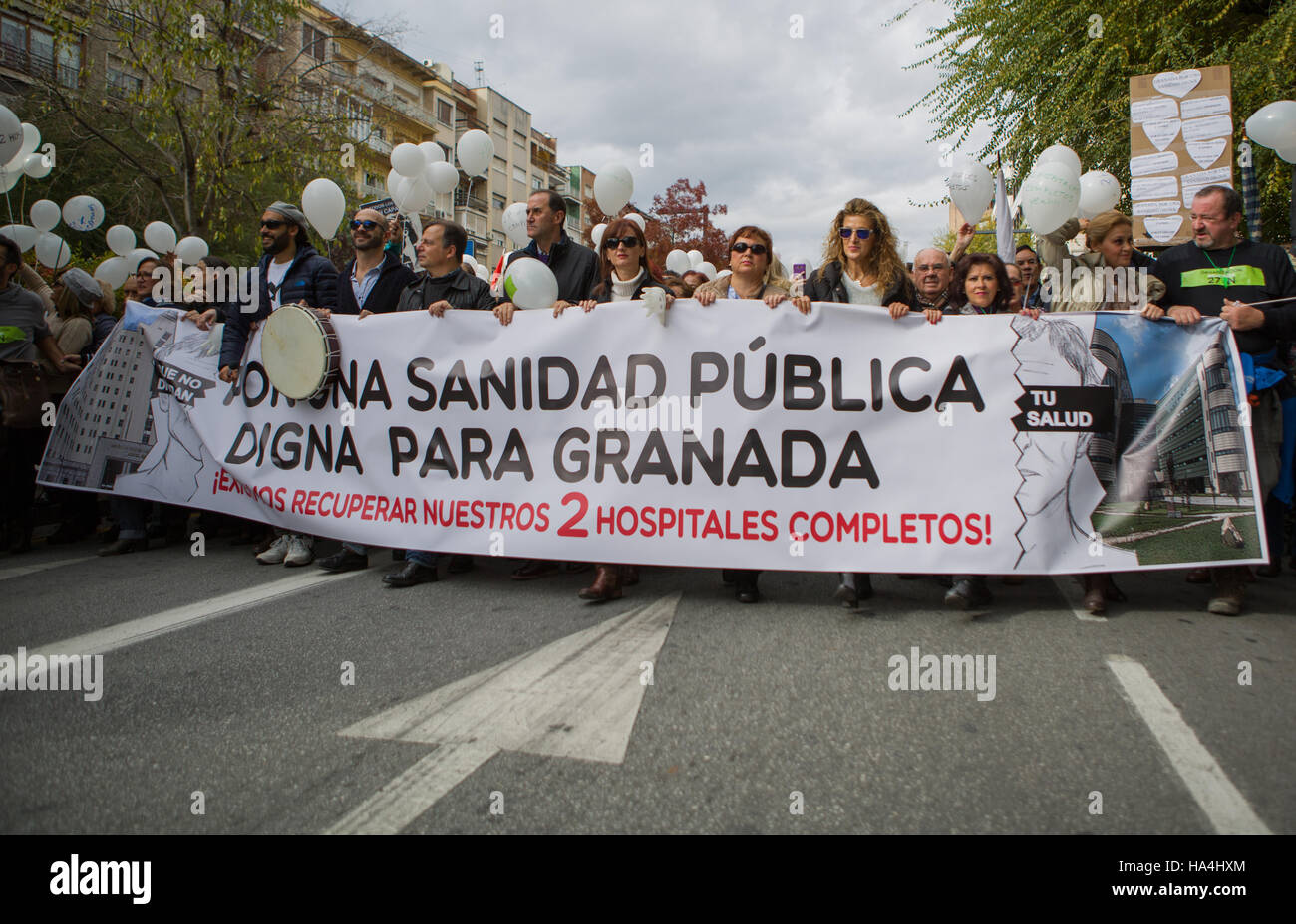 Granada, Spain. 27th Nov, 2016. A group of protesters held up a placard, which says 'For a public health system - Stock Image