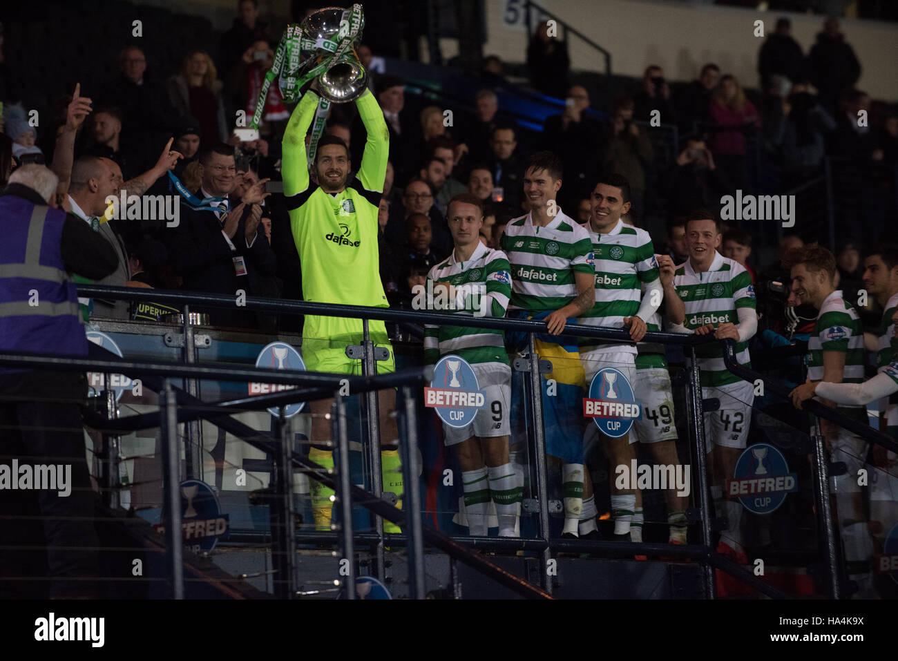 Glasgow, UK. 27th Nov, 2016.  Craig Gordon lifts the cup Credit:  Tony Clerkson/Alamy Live News - Stock Image