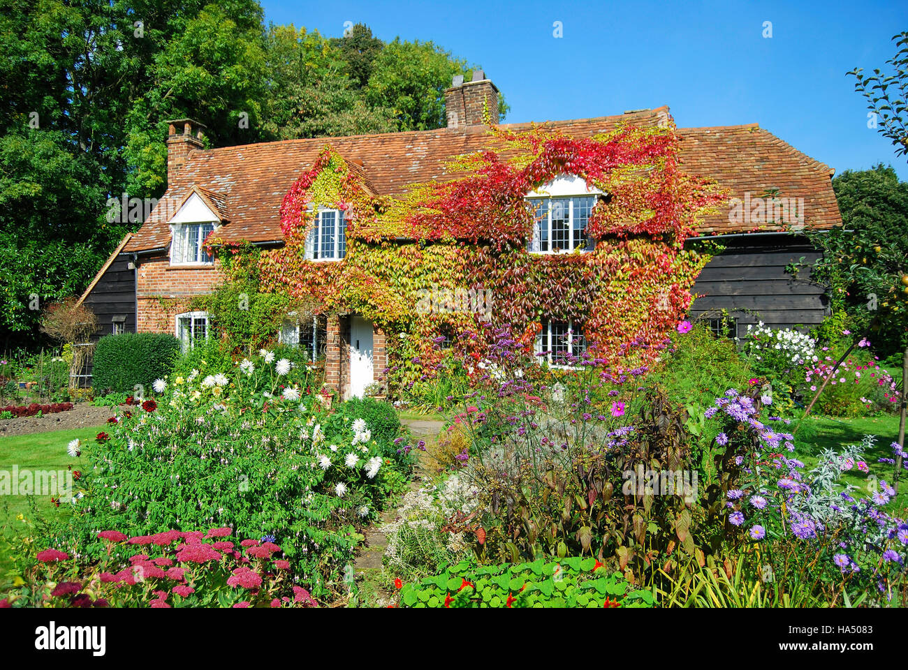 Period cottage and garden, Chartridge, Buckinghamshire, England, United Kingdom - Stock Image