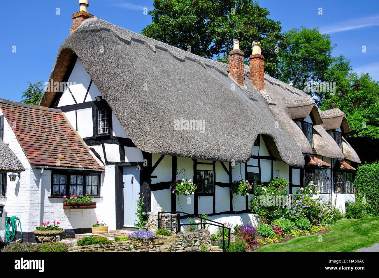 Thatched cottage, Welford-on-Avon, Warwickshire, England, United Kingdom - Stock Image