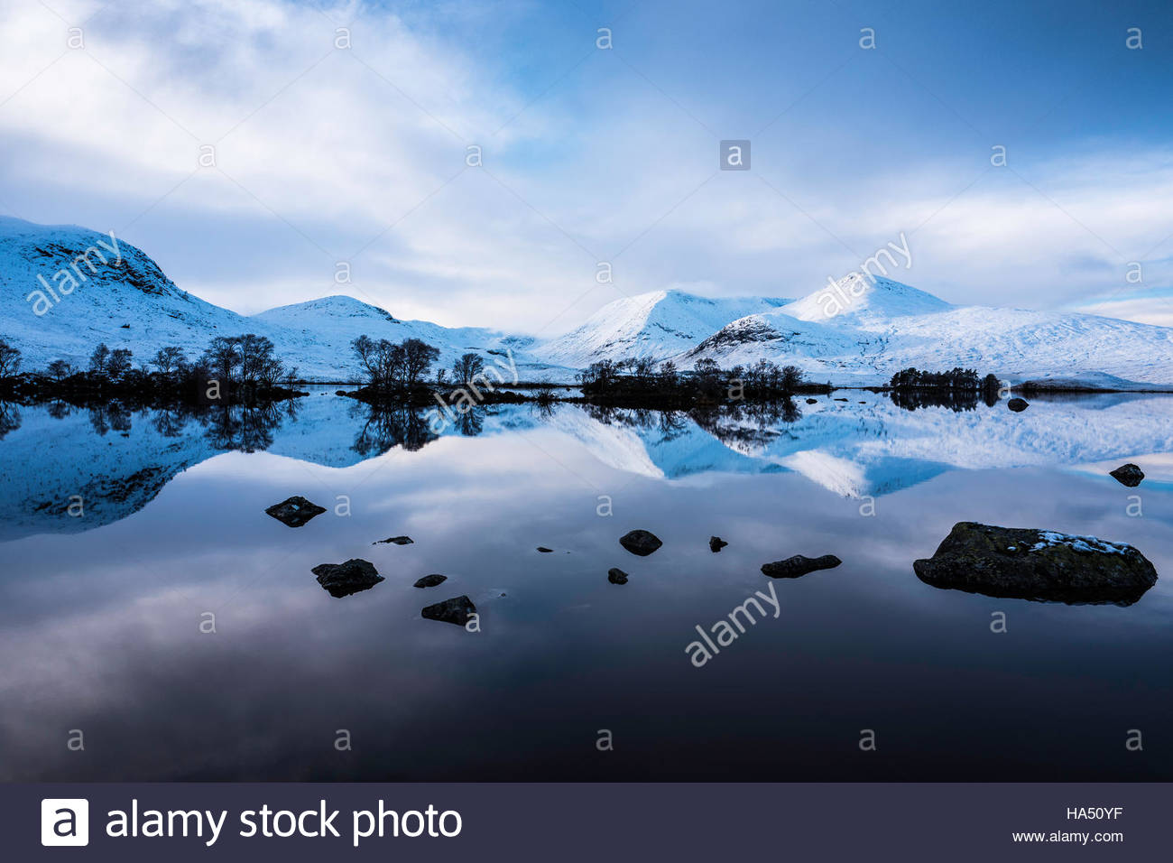 Lochan nah-Achlaise, Glencoe, Scotland, UK. 18th November 2016. Looking east towards Black Mount as snow covers - Stock Image