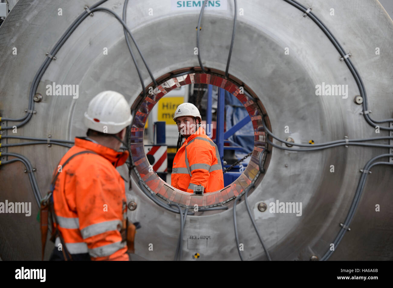 Workers inspect the inside of an ultra-powerful £10 Stock Photo