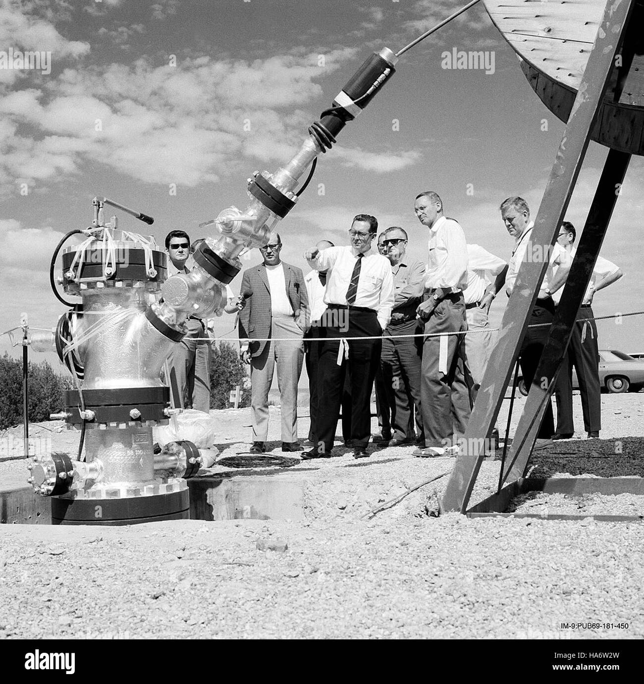 losalamosnatlab 7597499662 Robert Campbell right and congressman Craig Hosmer - Stock Image