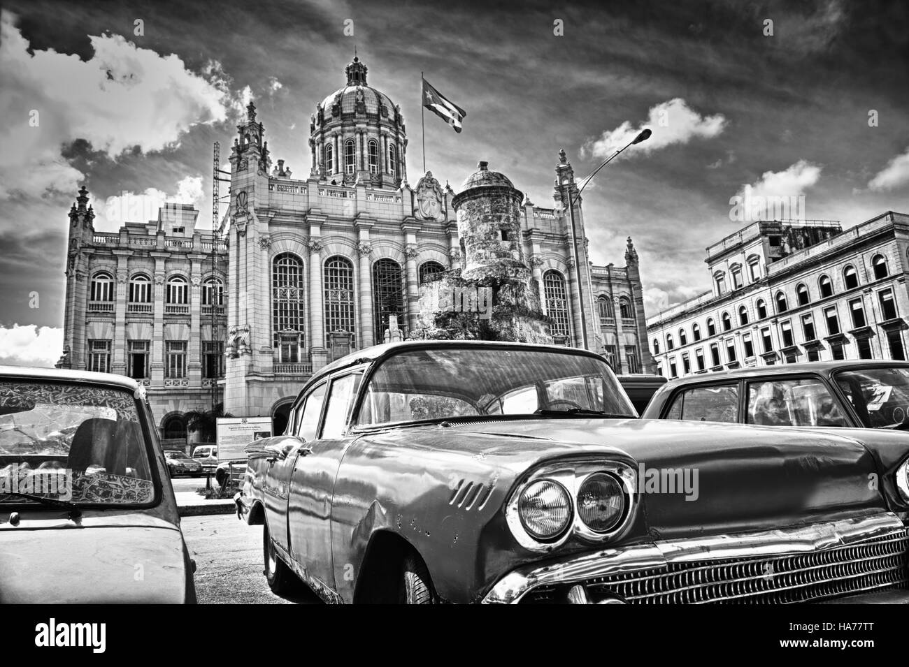 Black and white image of classic american parked in front of the Revolution Palace in Havana. Cuba - Stock Image