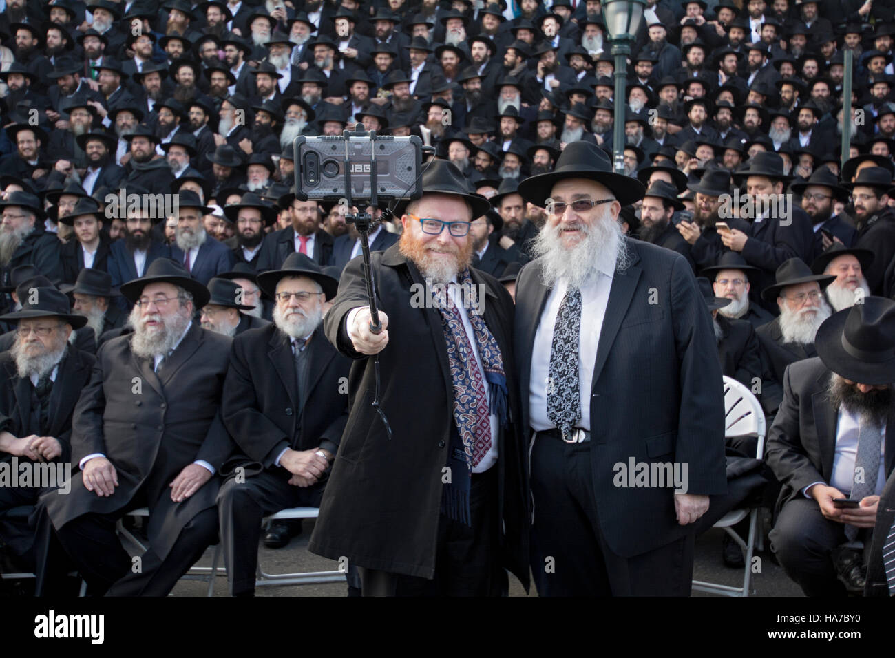 A rabbi taking a selfie at the annual group photos of the Lubavitch emissaries in Crown Heights, Brooklyn, New York - Stock Image