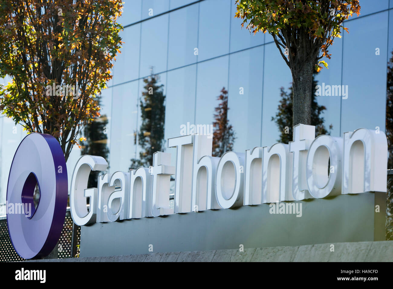 A logo sign outside of a facility occupied by Grant Thornton Inc., in Edison, New Jersey on November 6, 2016. - Stock Image