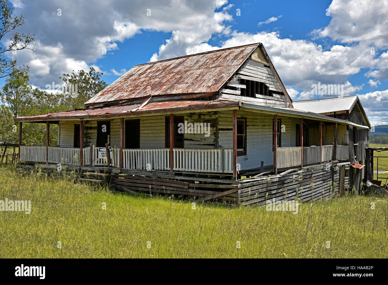 Derelict Australian Outback Farm House On The Old Grafton Road Between Glen Innes And