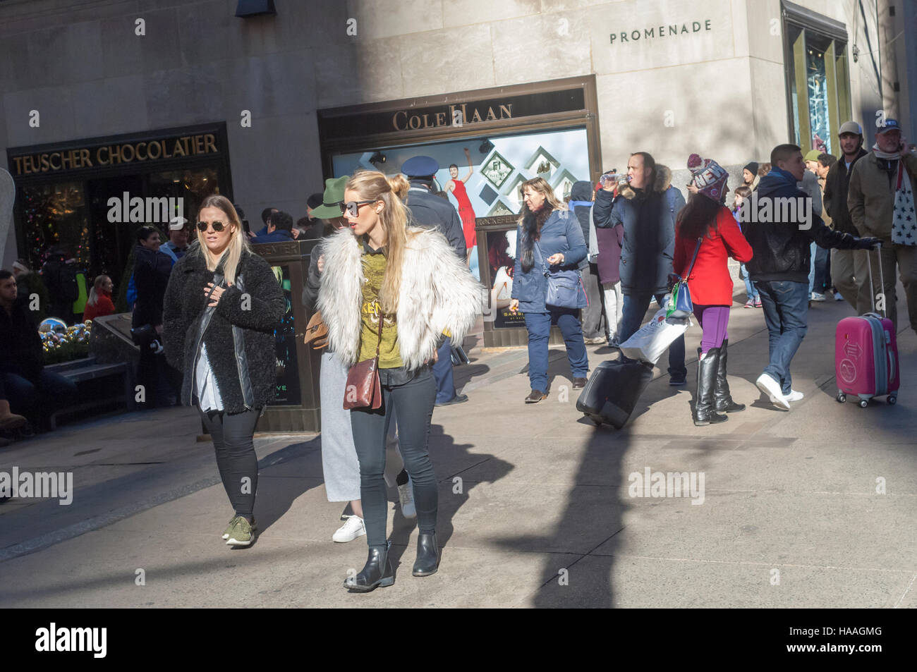 Crowds of shoppers on Fifth Avenue in Midtown Manhattan in New York on Sunday, November 27, 2016. The National Retail - Stock Image