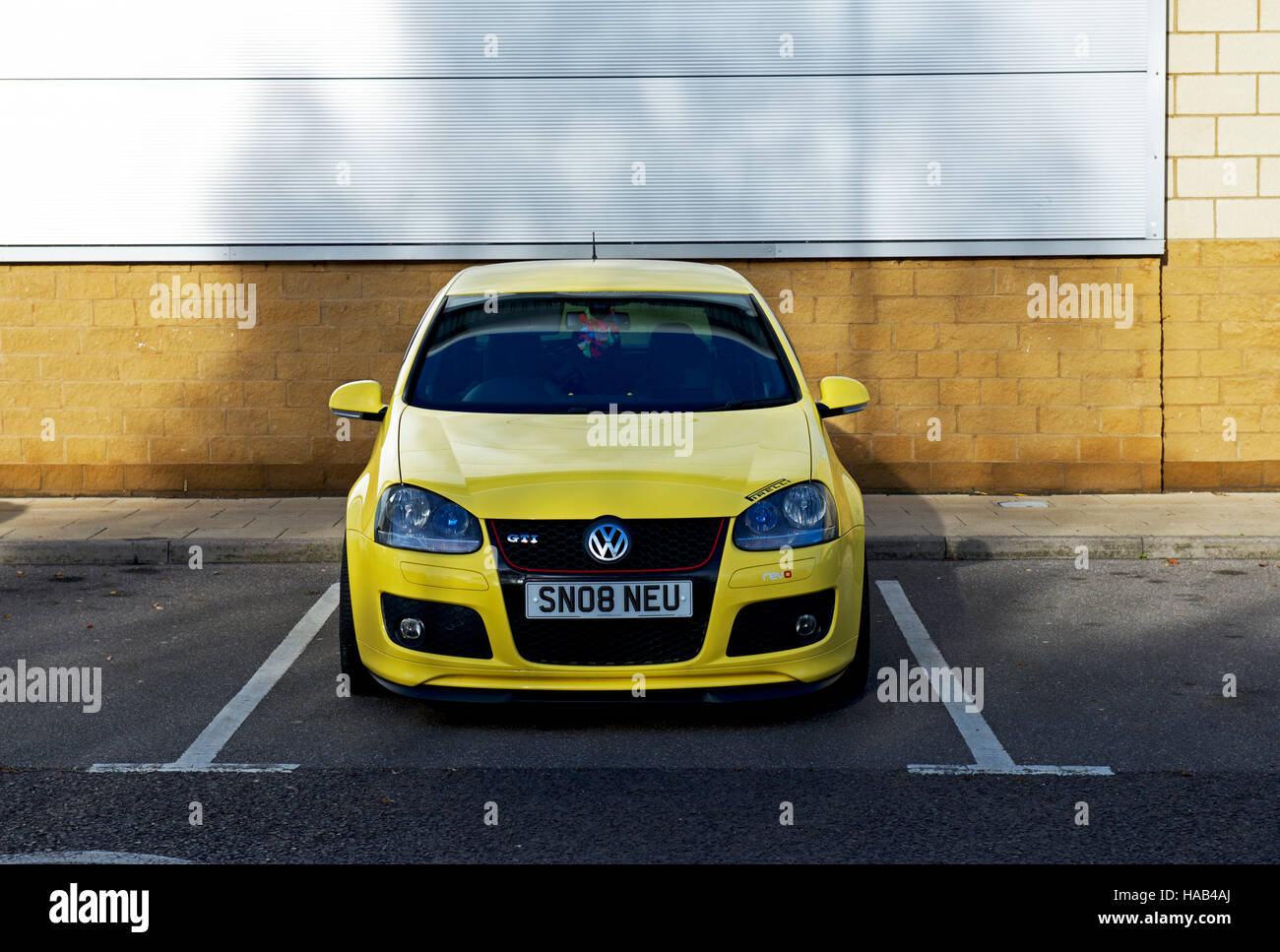 Car with personalised number plate, SNOB or SNO8, England UK - Stock Image