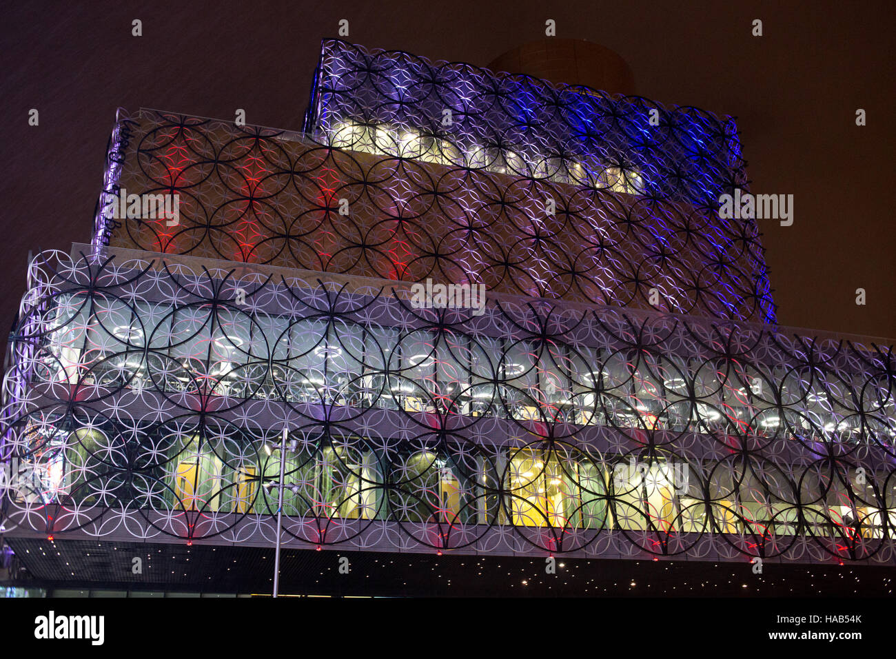 Birmingham Library lit in colours to remember the Birmingham 21, people killed in the Birmingham Pub Bombings 42 Stock Photo