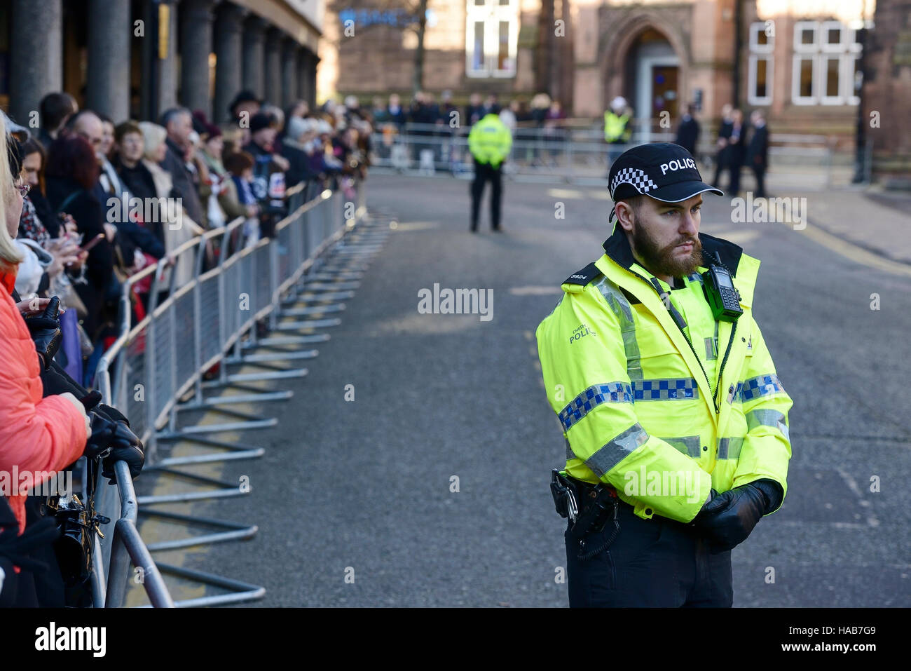 Chester, UK. 28th November 2016. People wait outside Chester Cathedral to watch guests arrive for the memorial service - Stock Image