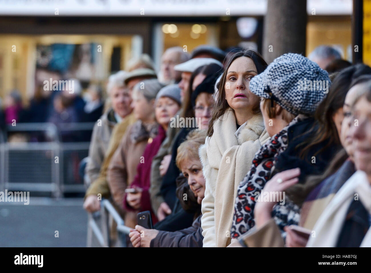 Chester, UK. 28th November 2016. People wait outside Chester Cathedral to watch guests arrive for the memorial service Stock Photo