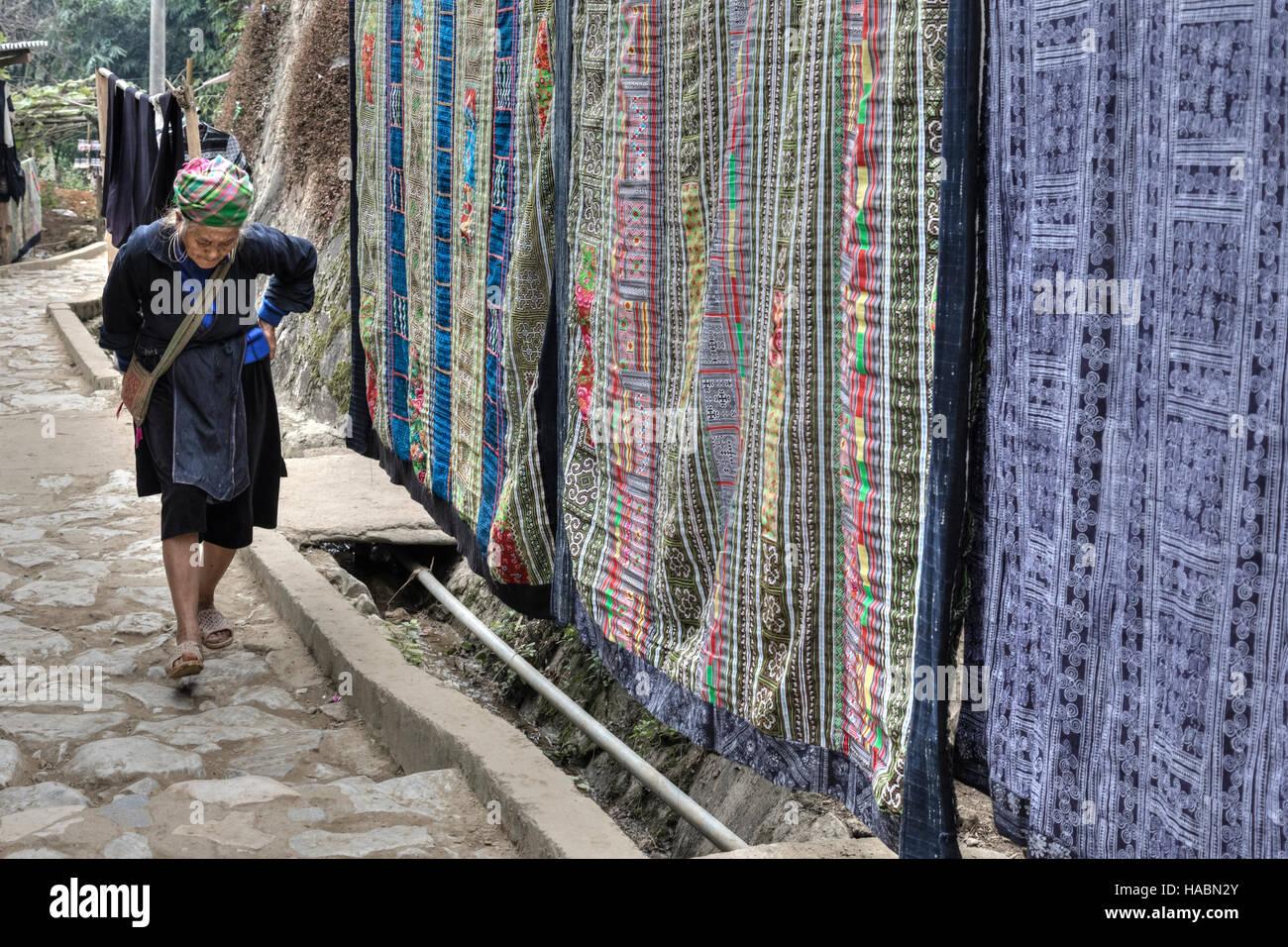 Black Hmong woman in Cat Cat village, Sapa, Vietnam, Asia - Stock Image