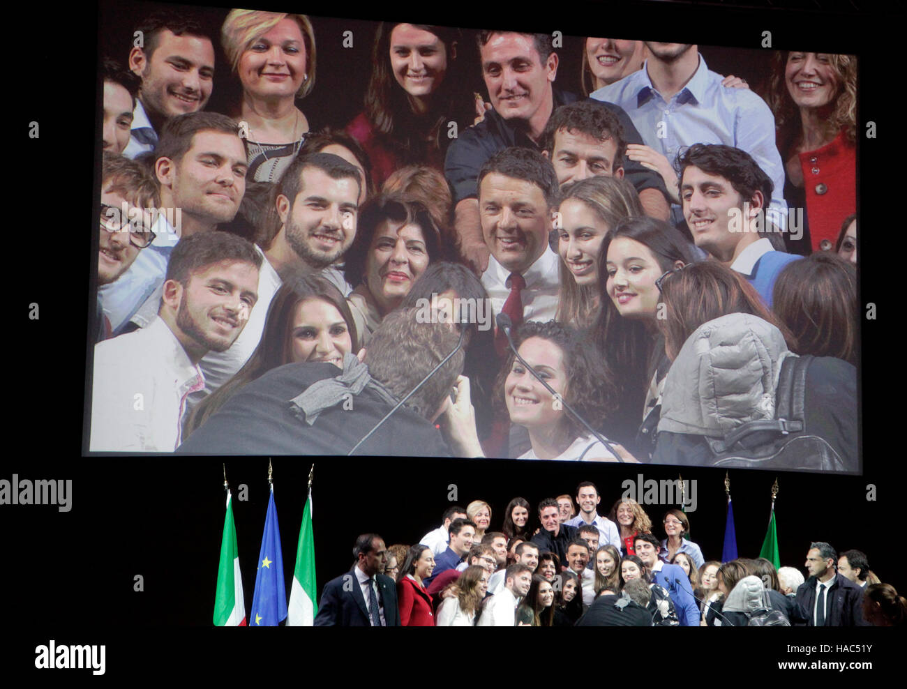 Matteo Renzi, Italy's prime ministre poses for a group photograph with supporters for referendum ''Yes'' - Stock Image