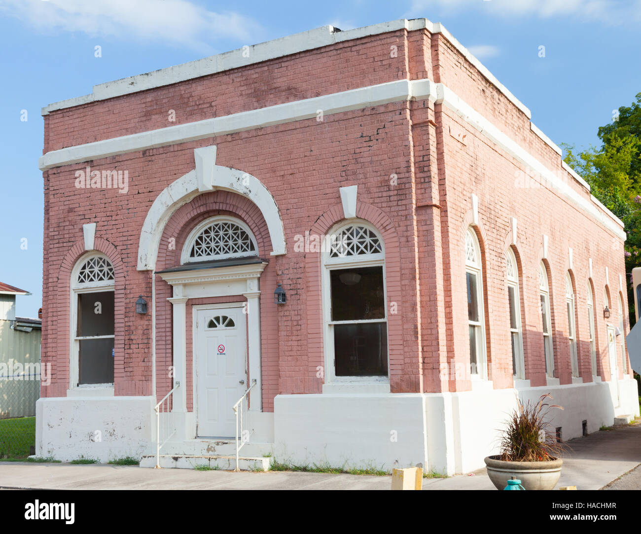 Old Meigs County Bank in downtown Decatur, TN - Stock Image