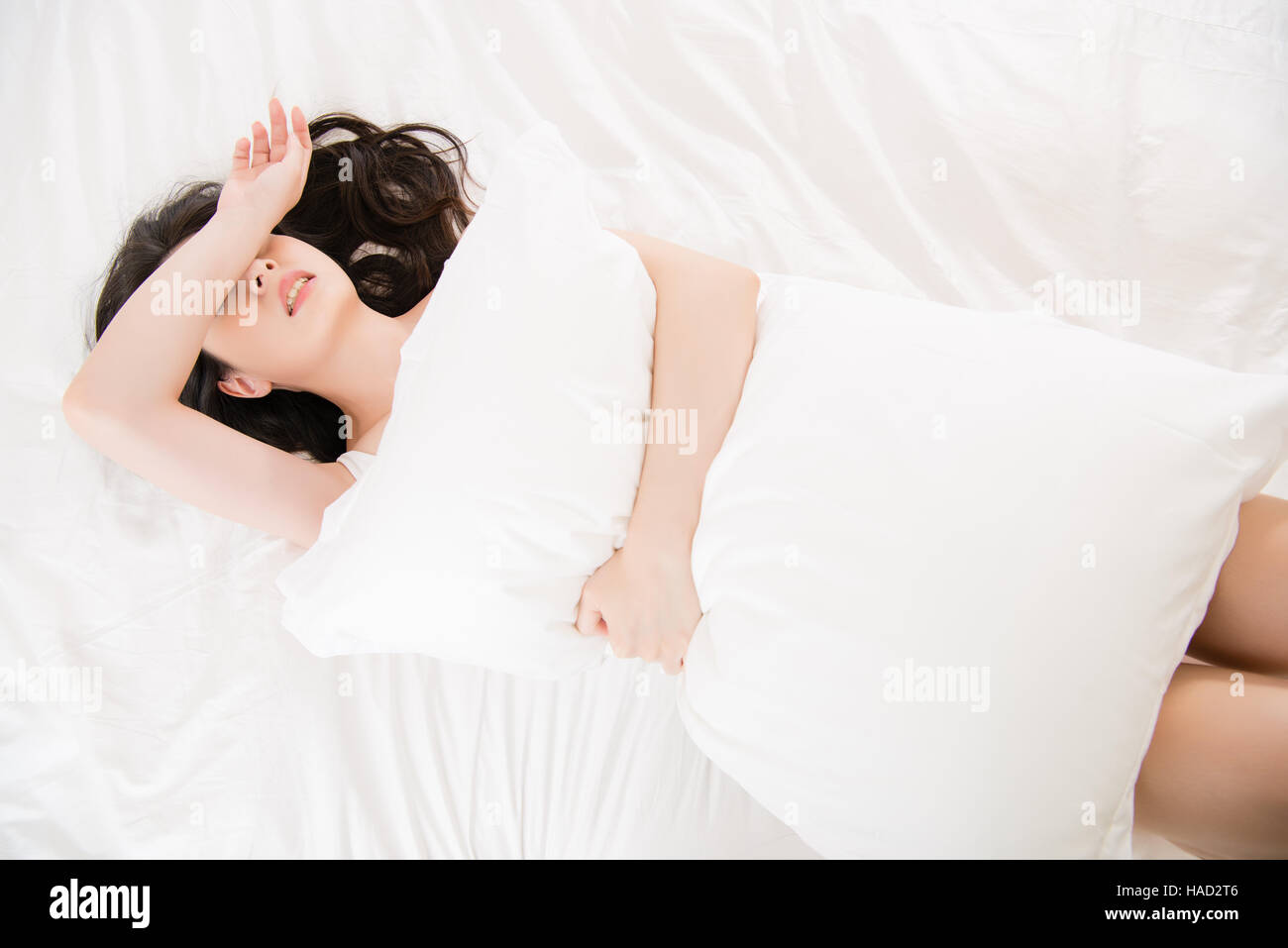 Peachy Beautiful Asian Woman Feel Unwell Painful And Holding Pillow Home Interior And Landscaping Ologienasavecom