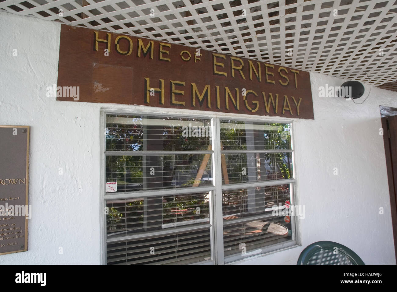 """Sign """"Home of Ernest Hemingway"""" at the Compleat Angler Bar & Hotel, once a haunt of Ernst Hemingway along the King's Stock Photo"""