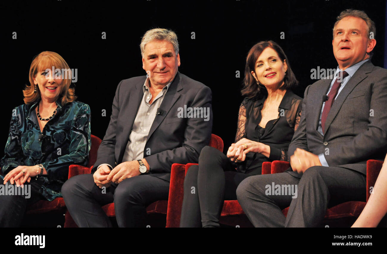 NY, NY. December 8 2015.  Cast and creators of 'Downtown Abbey' at the PBS panel. © Veronica Bruno/Alamy - Stock Image