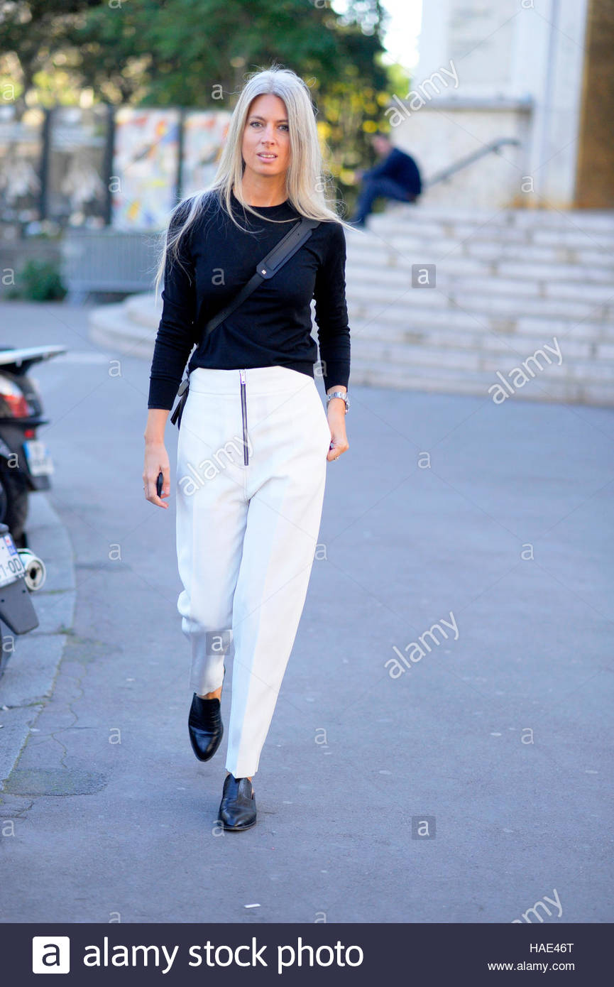 Sarah Harris arrival for Sacai fashion show at Palais de Tokyo Fashion Week SS17 FW16 Paris 2016. - Stock Image