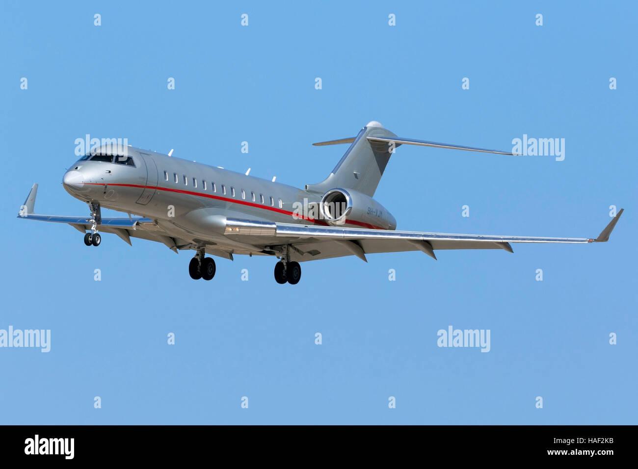 Vistajet Bombardier BD-700-1A10 Global 6000 [9H-VJM] landing runway 31. - Stock Image