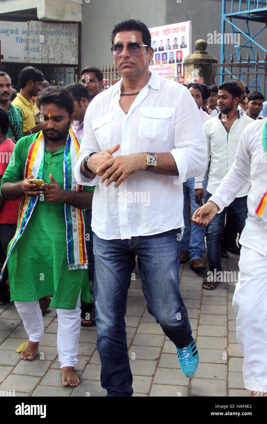 Bollywood actor Mukesh Rishi pay tributes to slain Indian soldiers at Azad Maidan Army Memorial, in Mumbai, India - Stock Image