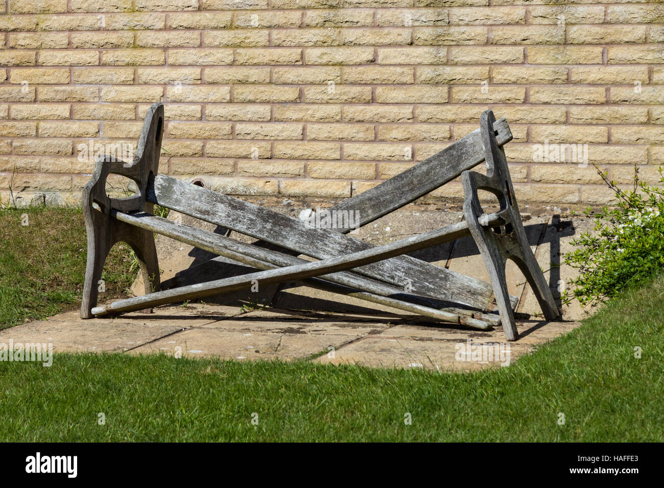 https://c8.alamy.com/comp/HAFFE3/broken-bench-makes-interesting-shape-HAFFE3.jpg