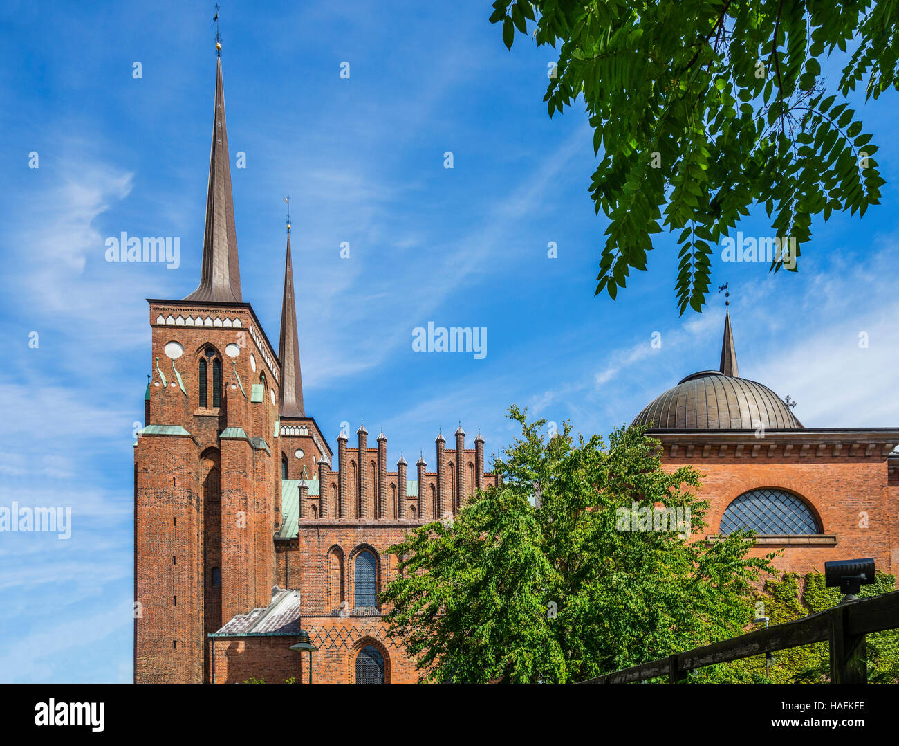 Denmark, Zealand, Roskilde, view of the Brick Gothic Roskilde Cathedral (Roskilde Domkirke) - Stock Image