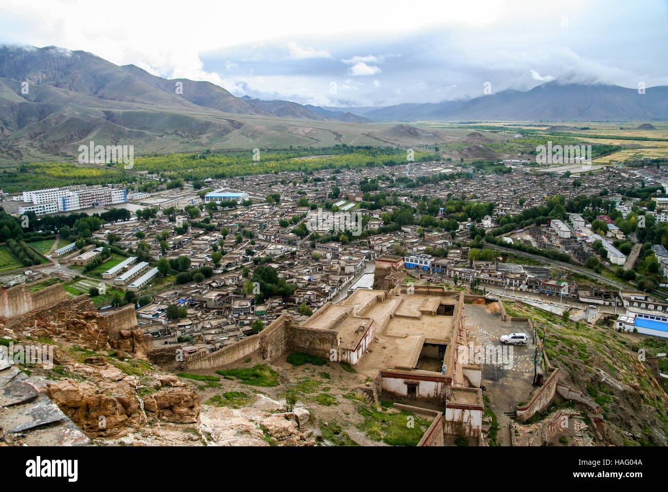 The aerial view of the walled Gyantse town in the Tibet Autonomous Region of China - Stock Image