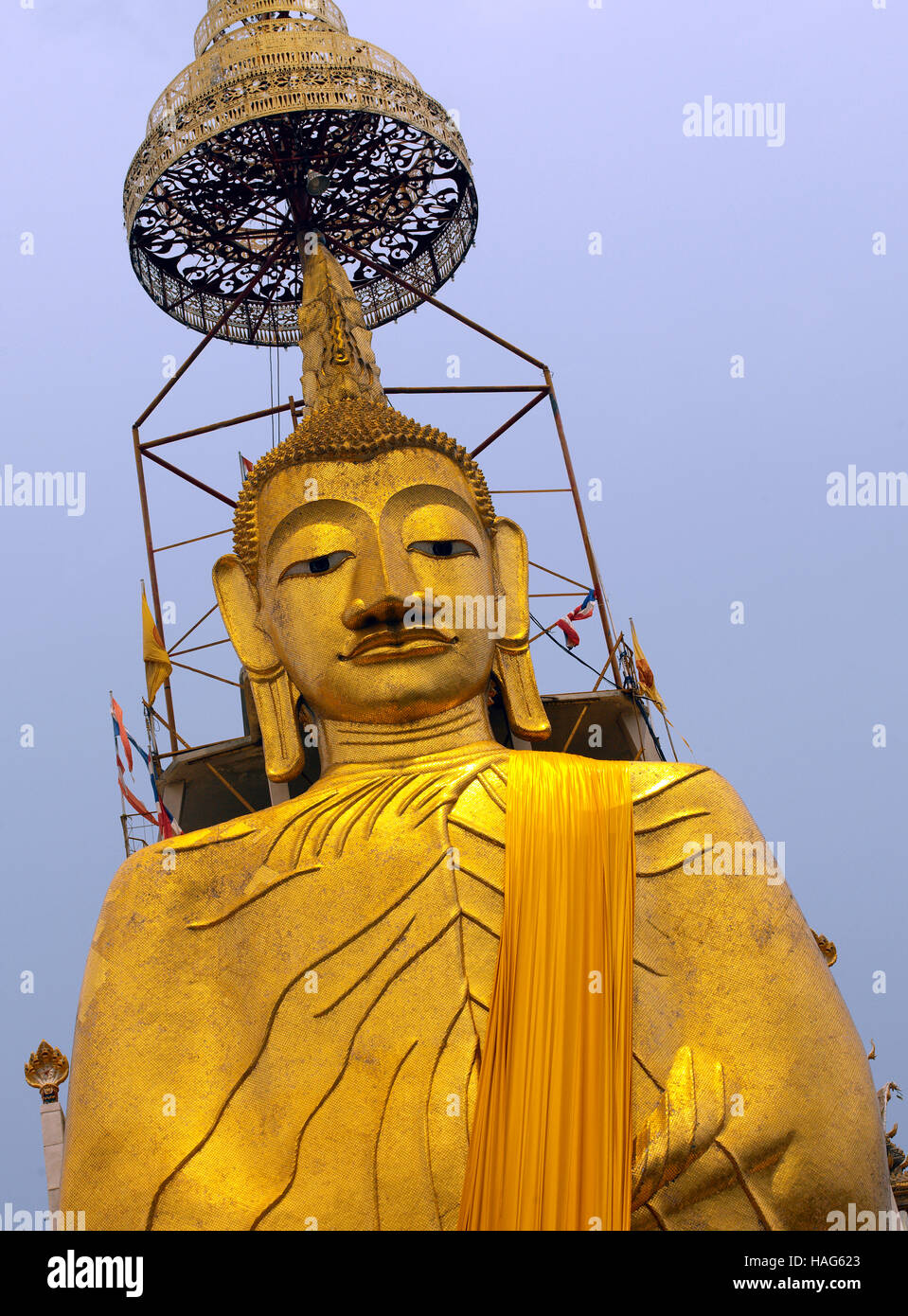 32m high statue of Buddha at Wat Intharawihan in the Nakhon district of Bangkok in Thailand - Stock Image