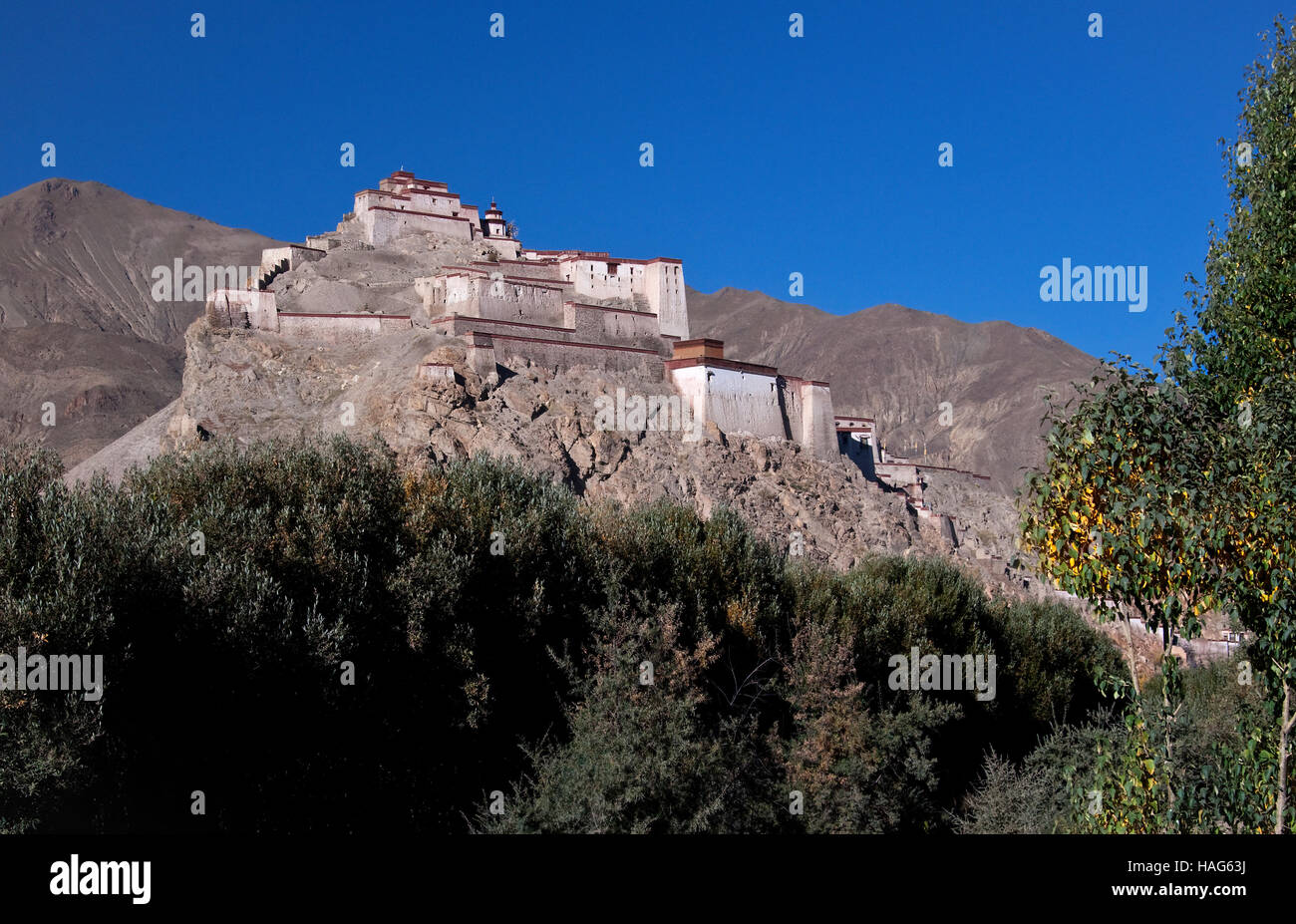 Gyantse Dzong or Gyantse Fortress is one of the best preserved dzongs in Tibet, perched high above the town of Gyantse. - Stock Image