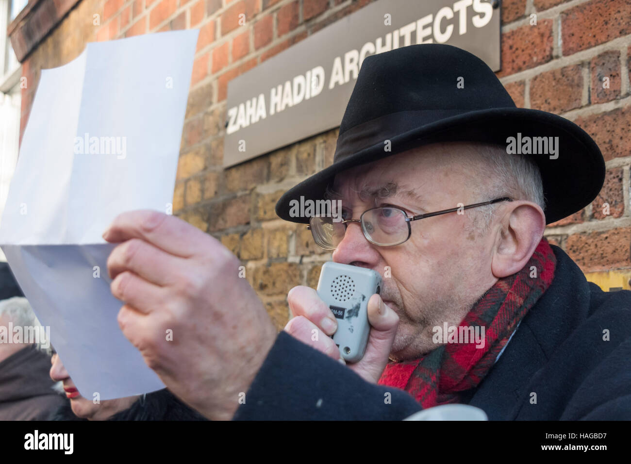 London, UK. 30th November 2016. Ian Bone of Class War reads out an email apparently from a disaffected employee - Stock Image