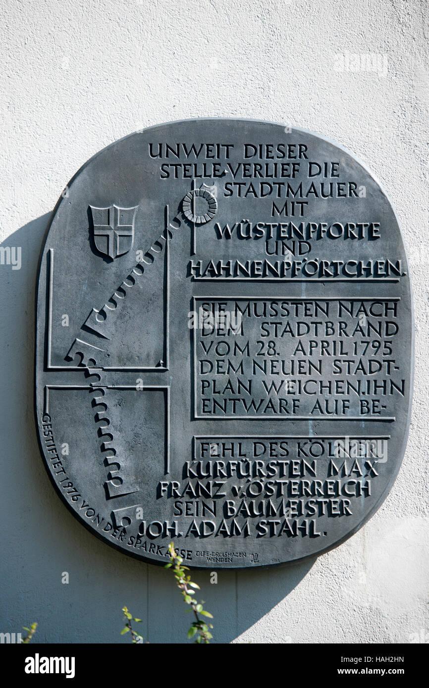Deutschland, Nordrhein-Westfalen, Olpe, Gedenktafel an den Verlauf der alten Stadtmauer vor 1795 - Stock Image