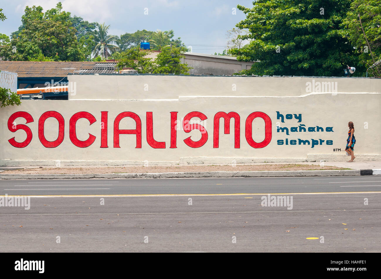 HAVANA, CUBA - JUNE, 2011: Propaganda mural promotes Socialism (today, tomorrow, always) on a street in Centro. Stock Photo