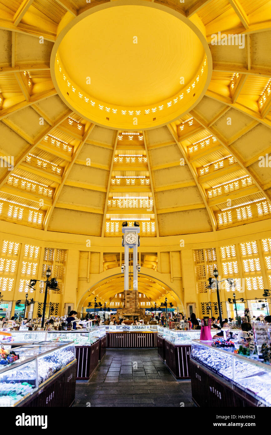 psar thmei old art deco style central market interior in phnom penh cambodia - Stock Image