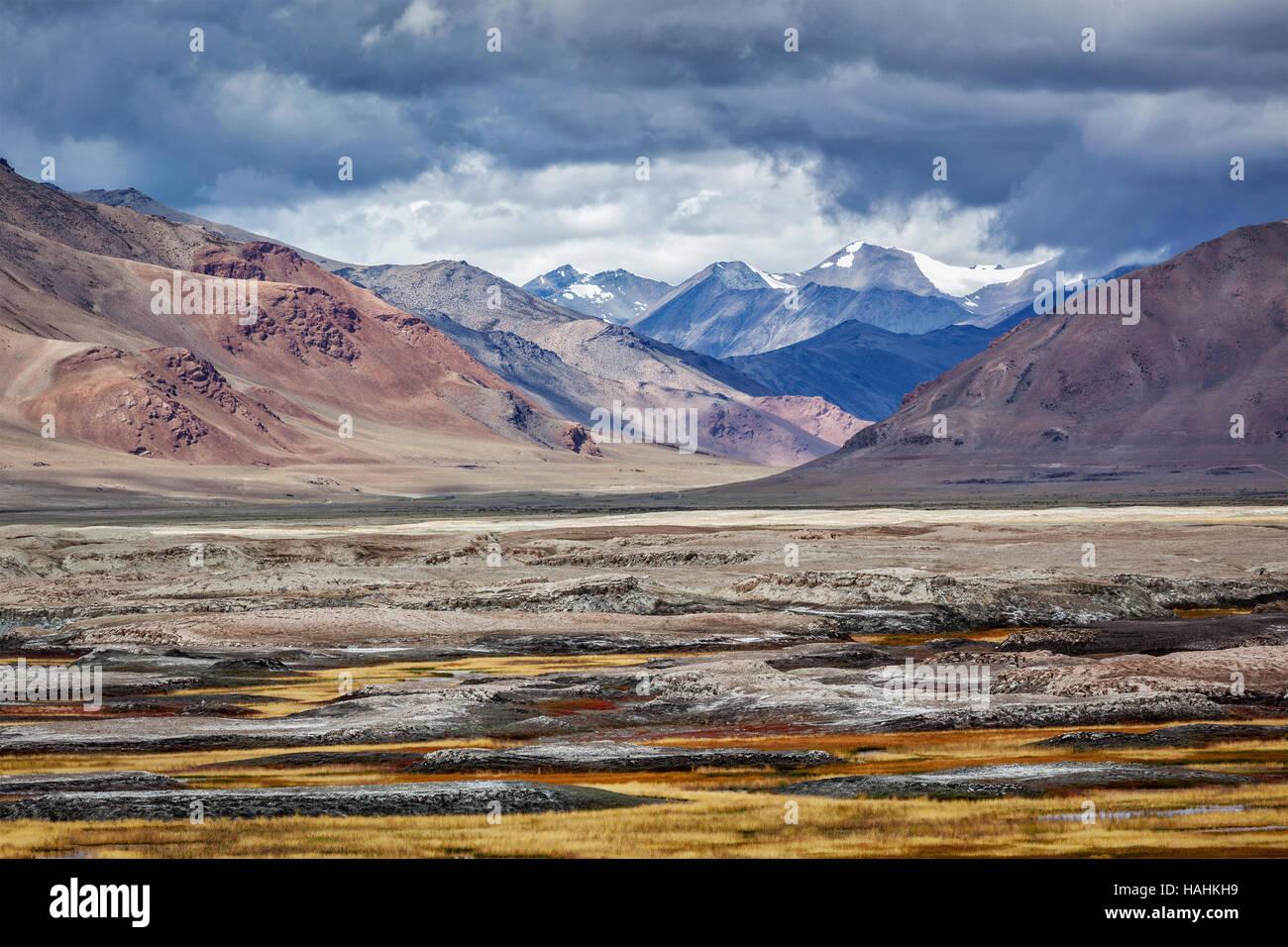 Himalayan lake Tso Kar in Himalayas, Ladakh, India - Stock Image