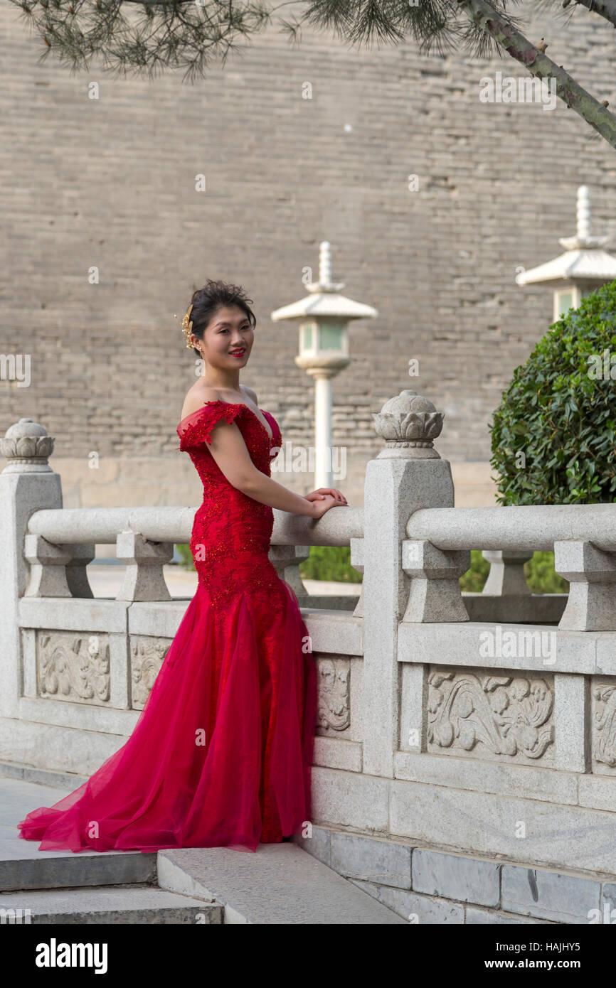 Chinese Style Wedding Dress Stock Photos & Chinese Style Wedding ...