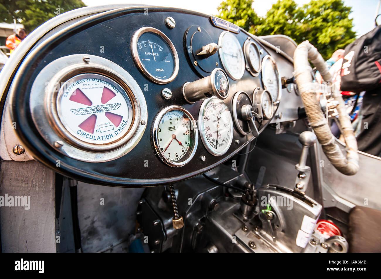 Cockpit dashboard of Avions Voisin vintage car Stock Photo
