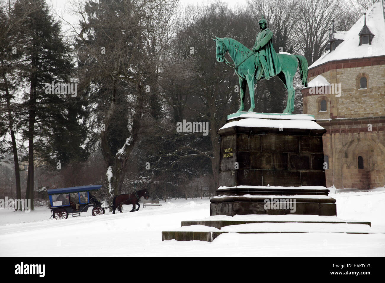 Goslar, Kaiserpfalz imperial palace. Lower Saxony, Germany. Bronze statue of Wilhelm der Grosse (the Great) and - Stock Image