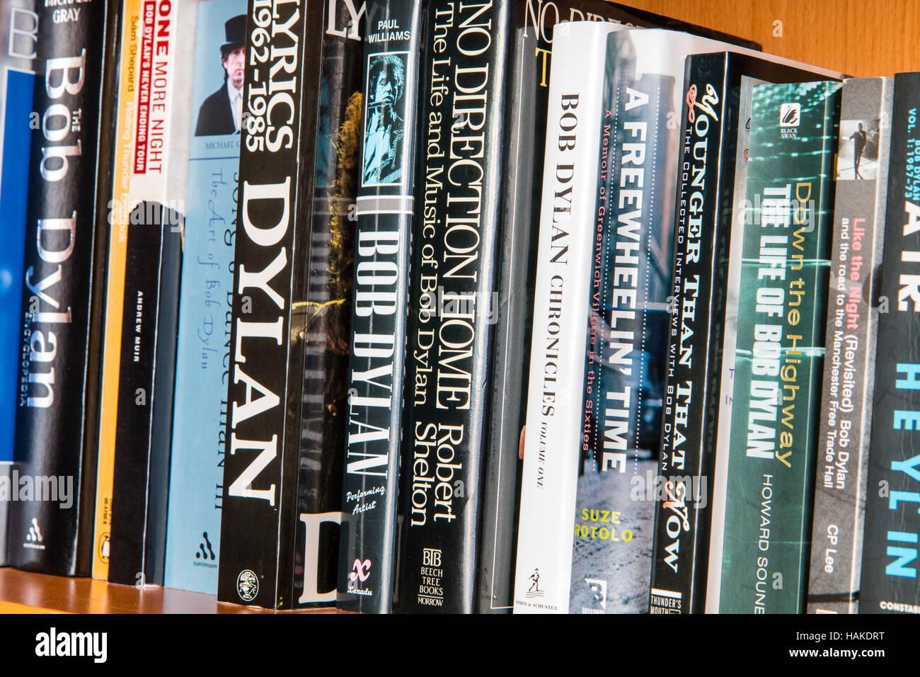 Book shelve with books on Bob Dylan the American folk, rock singer. Paperbacks and hardbacks. - Stock Image