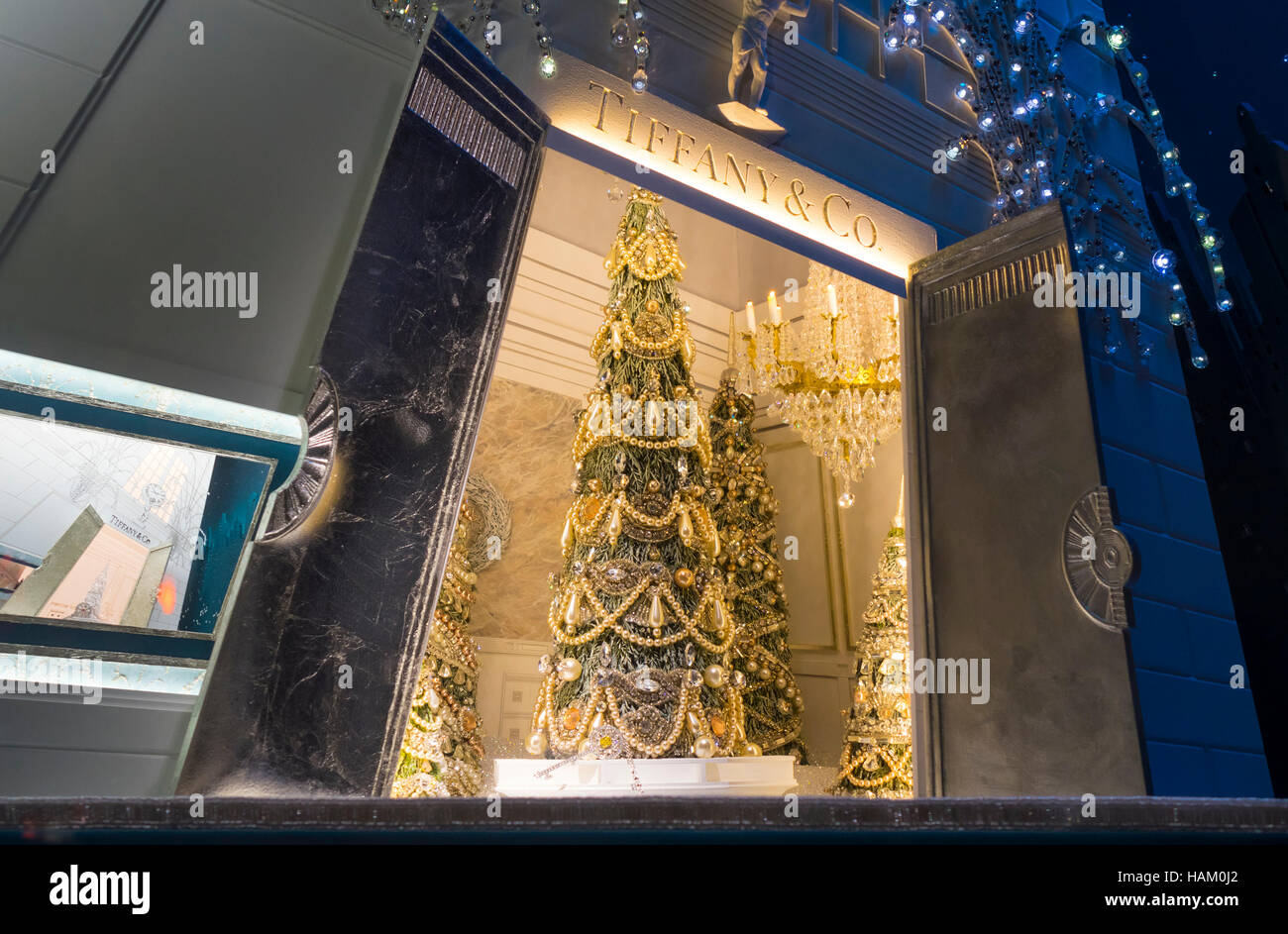 c97c8363ccd3c Christmas tree in Tiffany   Co. window display on Fifth Avenue in New York  City