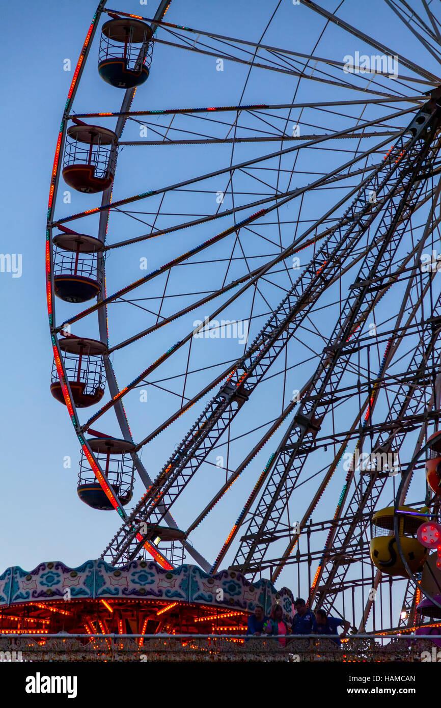 Ferris wheel central pier blackpool - Stock Image